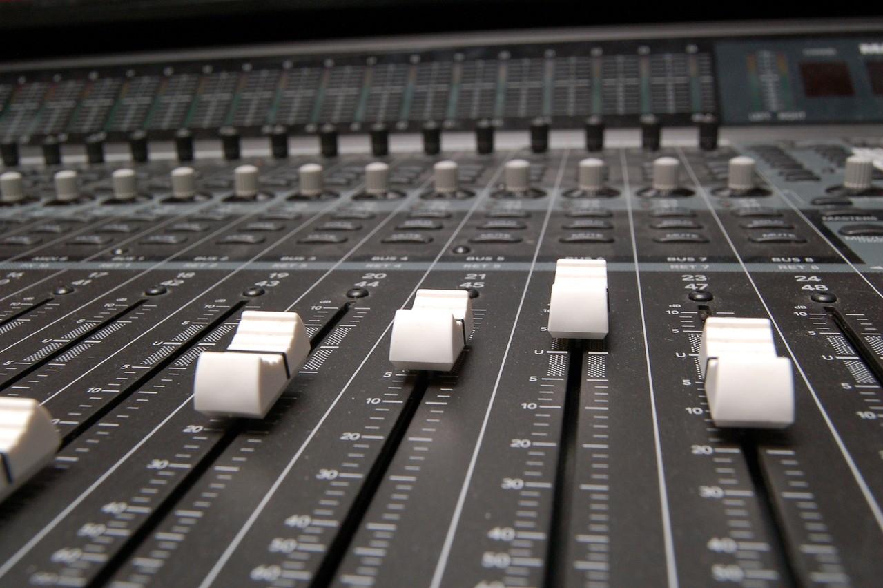 bezprzewodowe_audio_w_domu.jpeg