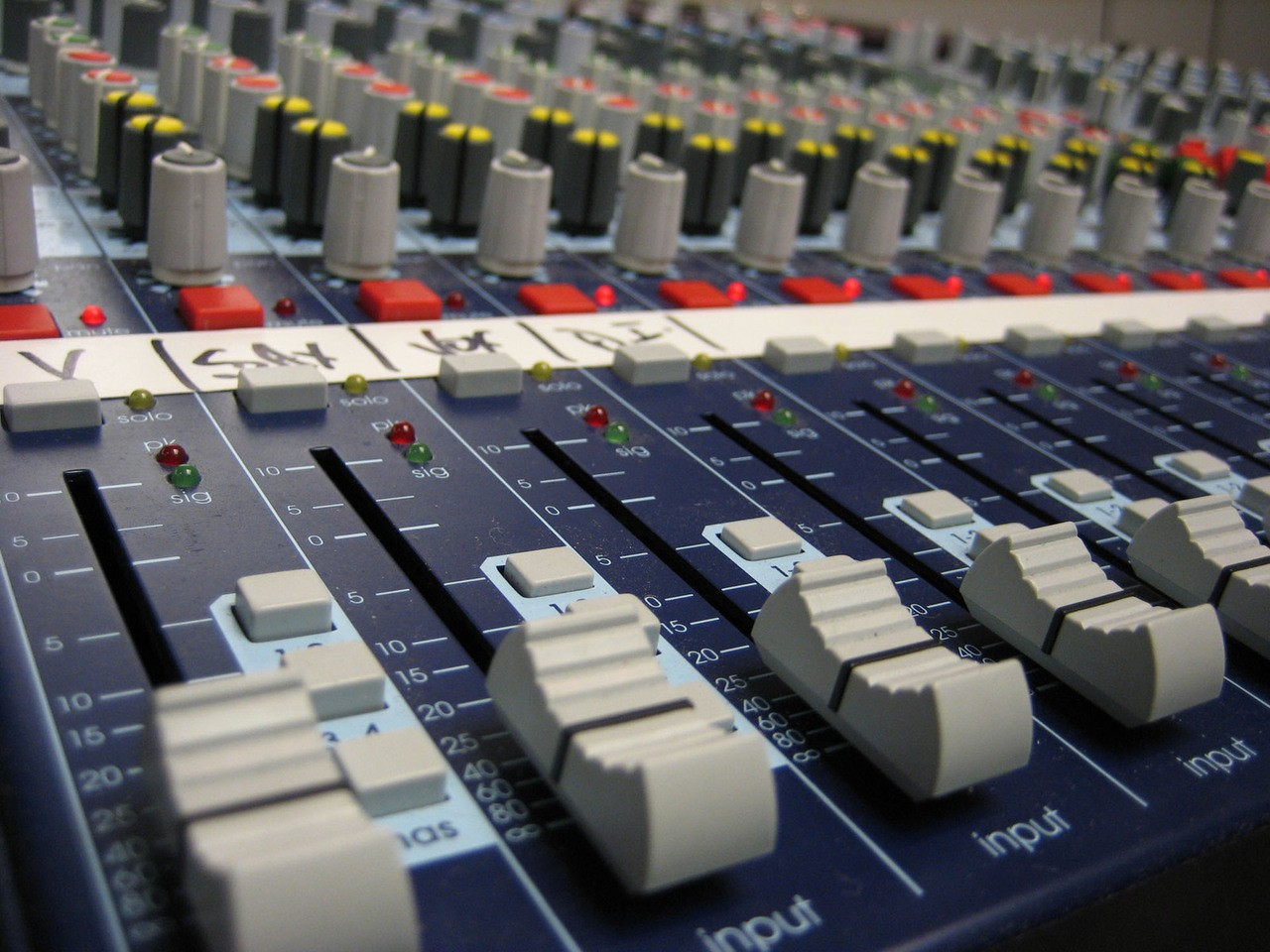nowoczesne_systemy_musiccast.jpeg